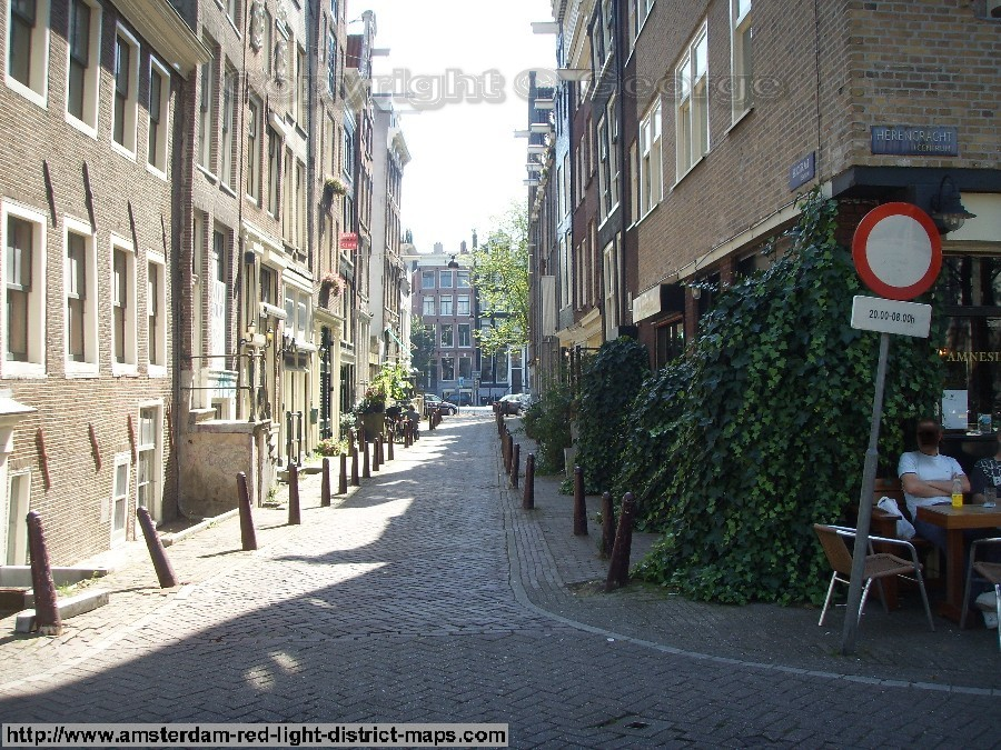 Bergstraat, Singelgebied red light district Amsterdam (De Rosse Buurt). Copyright: George 2011